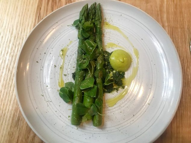 Asparagus, spruce, wild garlic, wood sorrel - Fhior