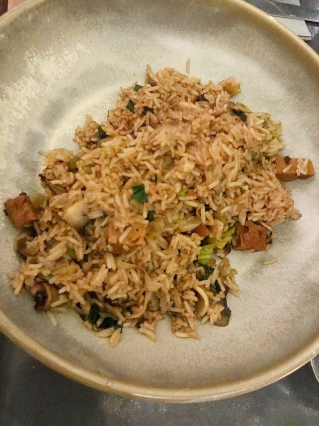 Miso glazed seitan and cashew stir fry - Vesta